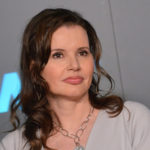 news-why-geena-davis-is-teaming-up-with-wal-mart-and-coke